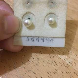 💝PRE-LOVED Faux Mini Pearl Earrings