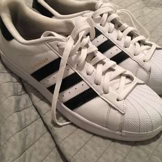 Adidas superstars size 10