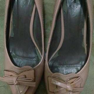 Sepatu Peach Merek Fladeo