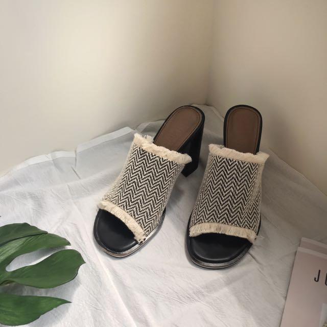 【現貨】正韓代購民俗圖騰流蘇穆勒高跟拖鞋.涼鞋/24.23.5CM/37.38(版偏小)
