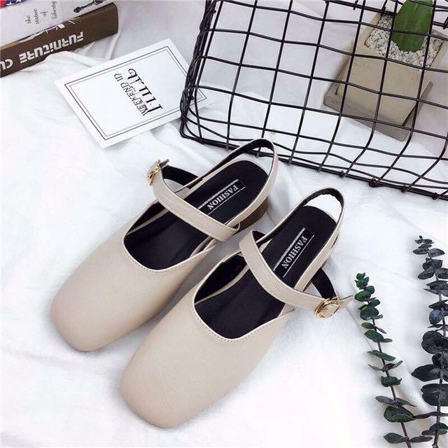米色奶奶鞋、低跟鞋、娃娃鞋