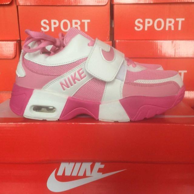 全新 Nike 粉色運動鞋39碼