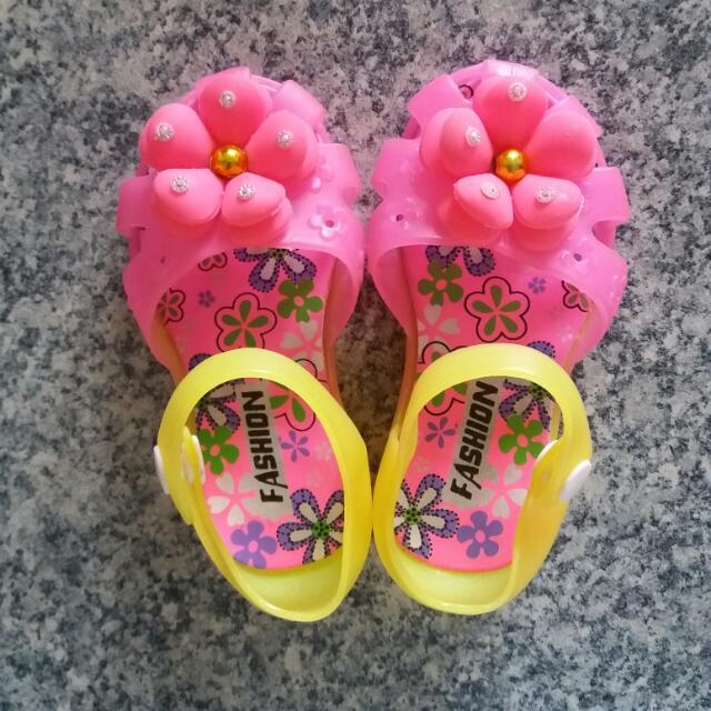 Baby Shoes Umiilaw