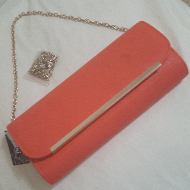 BNWT Clutch With Two Interchangeable Chains