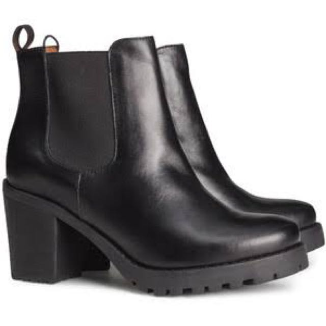 Boots divided (h&m)