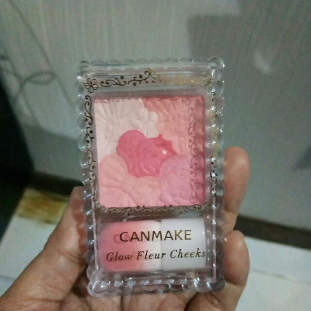 Canmake Glow Fleur Cheeks Blush On