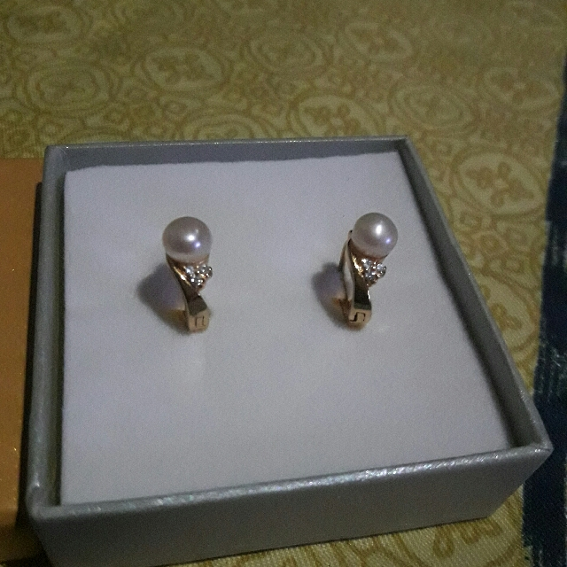 Earring  with fresh water pearl and tiny zirconian stones