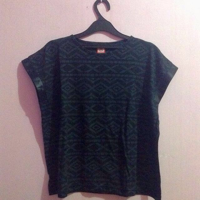 Kaos Hitam/ Black T-Shirt