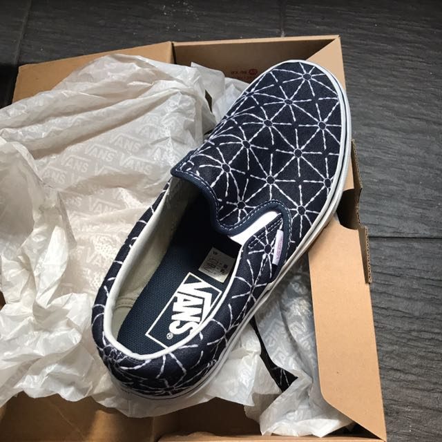 ... Vans embroidered bear slip-on sneakers ...