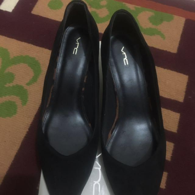 VNC middle heels black