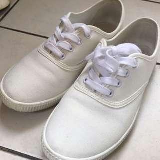 無印良品小白鞋