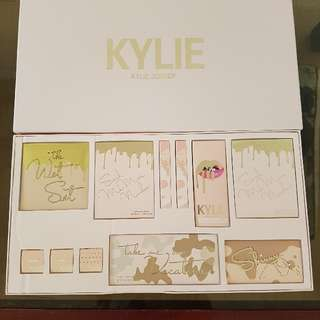 ⚠✔PRICE REDUCTION✔⚠ KYLIE Vacation Set Collection Kylie Jenner Jumbo Boxed Makeup