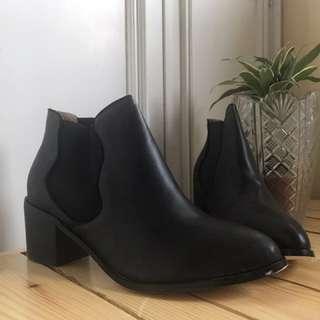 ZALORA Chelsea Boots