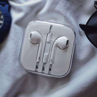 AUTHENTIC APPLE EARPODS 100% NEVER OPENED