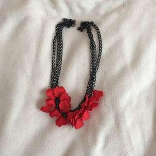NECKLACE BY CHAIN REACTION