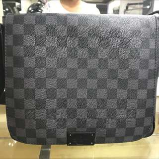 Lv messenger bag Damier black (Authentic 100%)