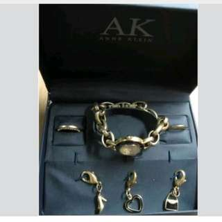 ANNE KLEIN INTERCHANGEABLE CHARM BRACELET WATCH-GOLD, BLACK ACCENTS