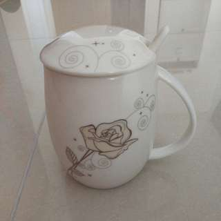 Rose mug with spoon and lid