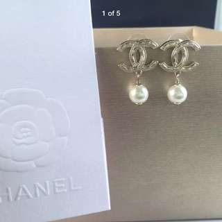 Authentic chanel earrings with pearls