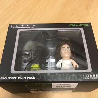 Alien Titans Vinyl Figure Twin Pack Ripley/Big Chap