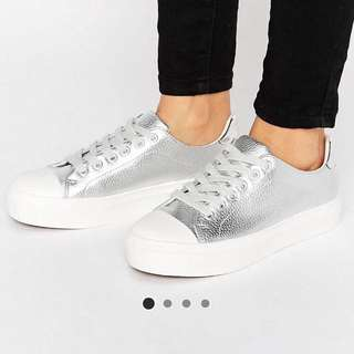 ASOS 銀面休閒鞋