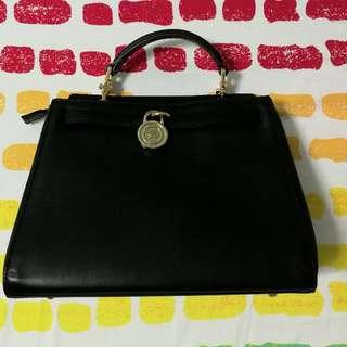 FION. classic hand bag