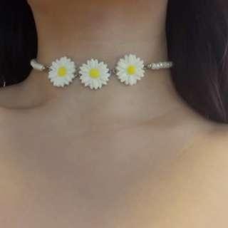 Daisies And Pearls Choker