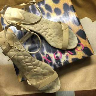 XOXO Gold High heeled Sandals Size6 but fits 7