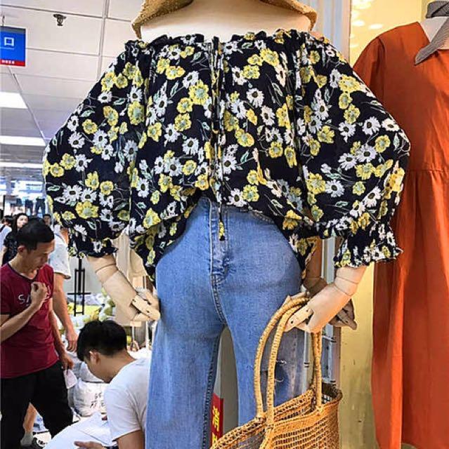 韓國梨大商圈購入 一字領泡泡袖碎花上衣