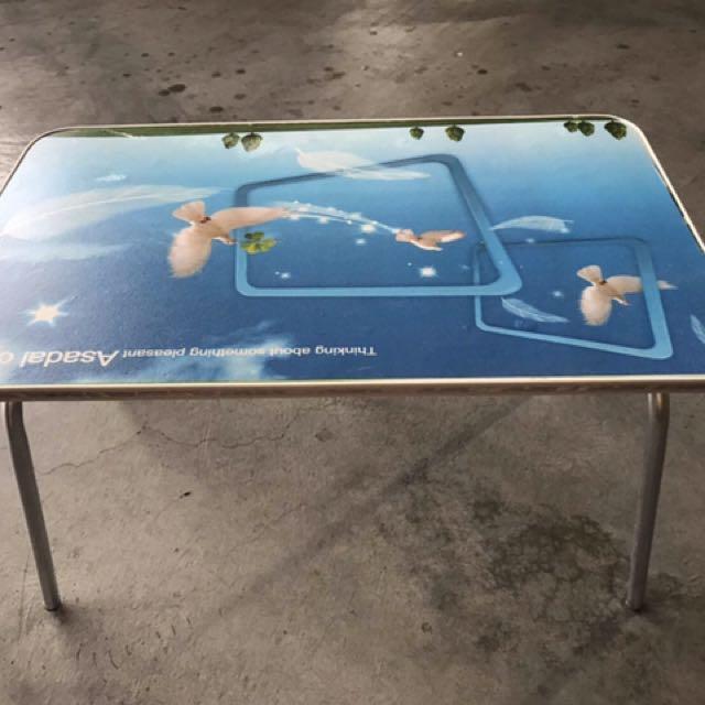 ✨出清 切貨折疊懶人桌 ✨  👉尺寸50x30x30公分 👉家用,露營用,到哪都能用 👉顏色款式隨機出貨 👉這麼便宜還在等什麼 👉瑕疵 不影響使用功能  整棧板賣❗️💰12000(一板約500張)  售出不退、有8板