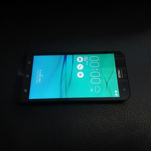 ASUS  Z00ED  5吋 4GLTE 16GB