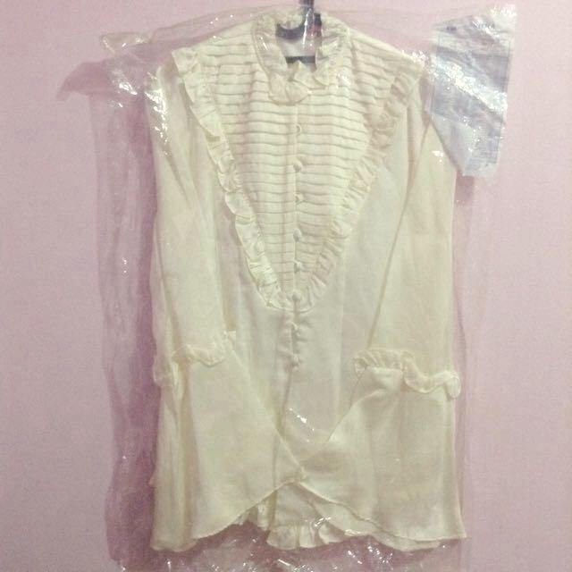 Atasan Broken White Silk