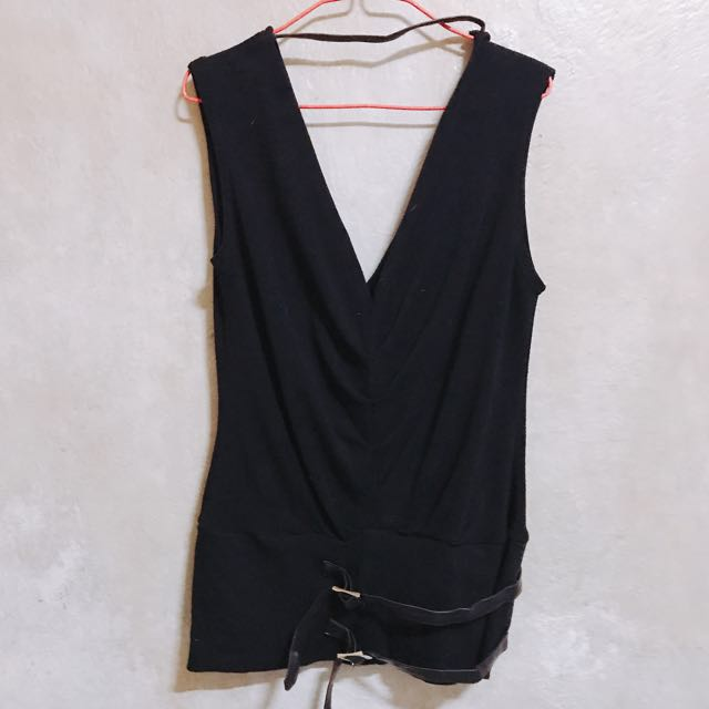 Black belted-hip Sleeveless Top