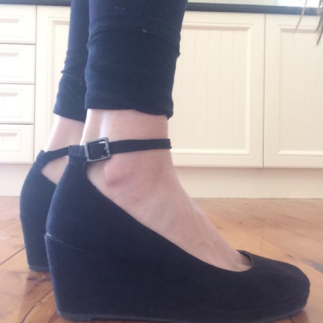 Black wedge heels