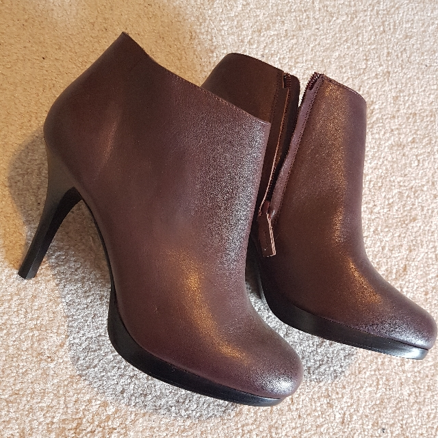 Country Road Leather Stiletto Ankle Boots In A Grape  Burgundy Colour Sz 41 Or 10