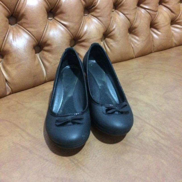 Crocs black wedges