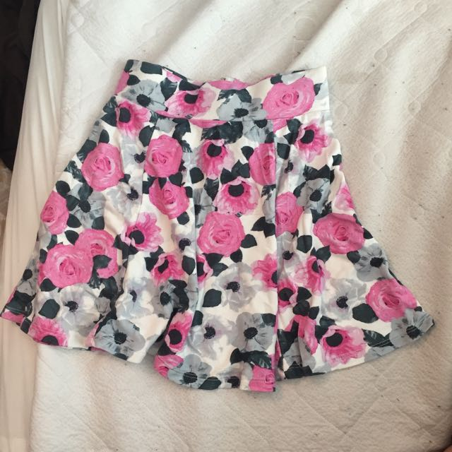 Floral print skirts (XS)