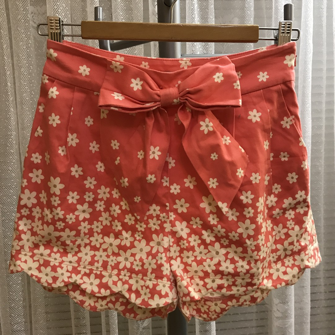 Forever New Coral Floral shorts size 6