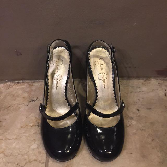 JESSICA SIMPSON black leather pumps