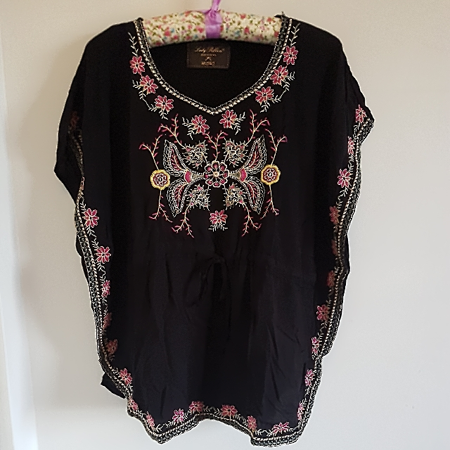 Juvie 🎀 Black Embroidered Bohemian Top