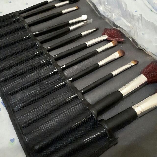 M.A.C Brush Set Isi 12