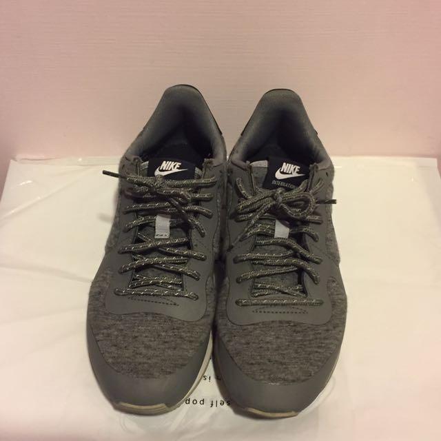 Nike灰色慢跑休閒鞋