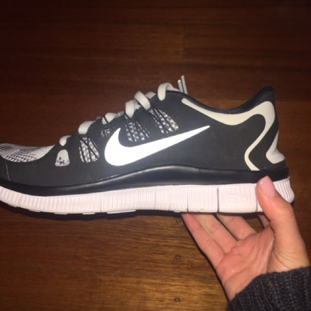 Nike Free Run never worn sz 10, Women's Fashion, Shoes on Carousell
