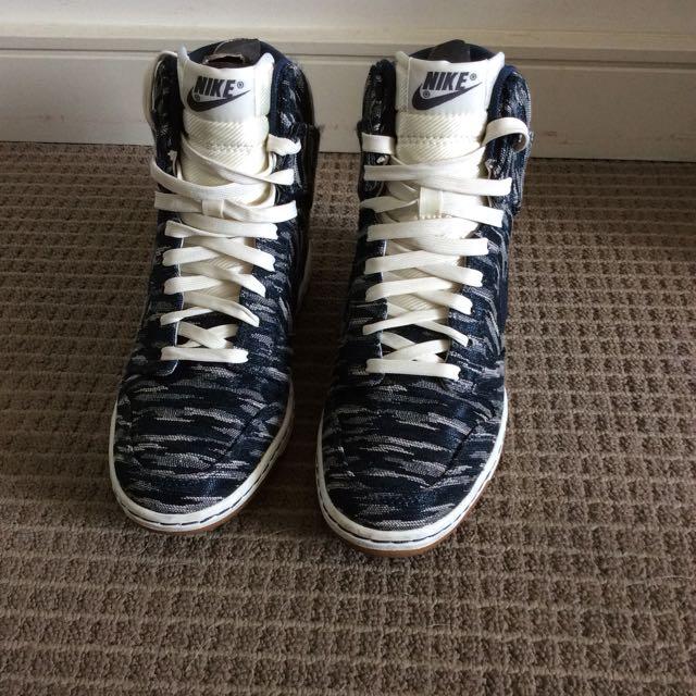 Nike hidden heels sneaker