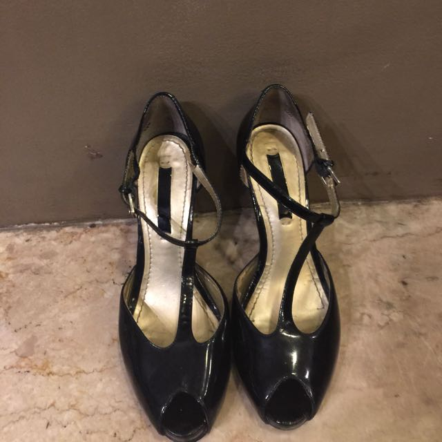 NINE WEST black leather open-toe pumps