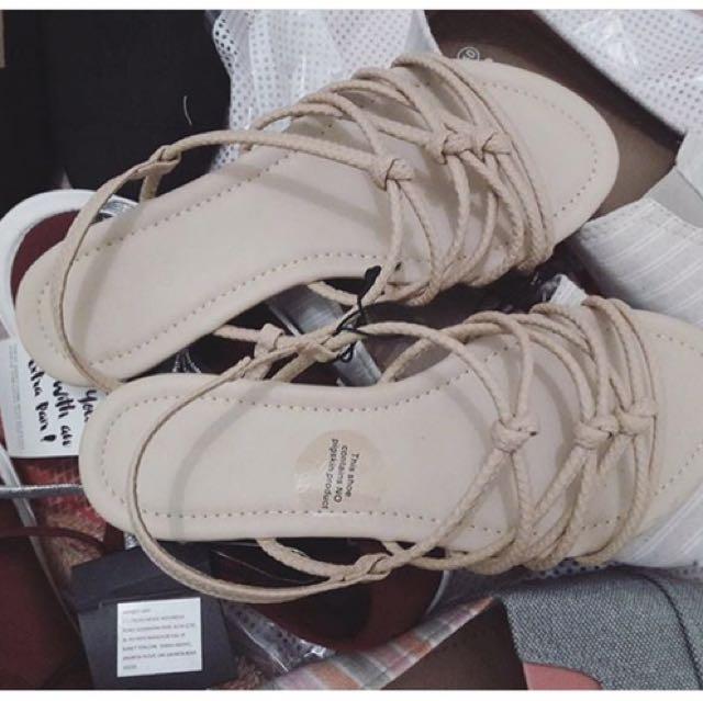 Rubi / cotton on / Sandal / sepatu sandal / flat / shoes