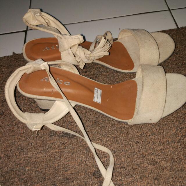 Sepatu Wedges Hak Tahu