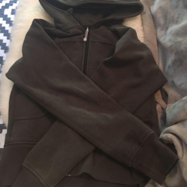 Size 10 hunter green lululemon hoodie