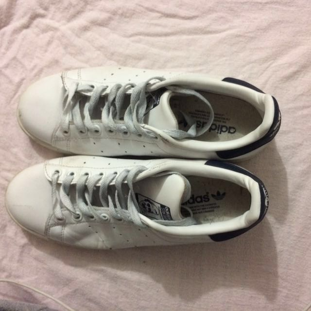 White and navy Stan smith