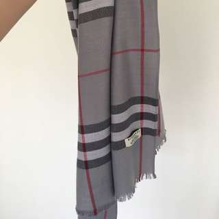 Used Buberry Scarf Grey 180cm